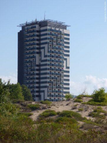 Огромная гостиница прямо на побережье СБ