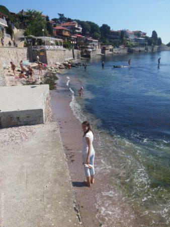 Маленький дикий пляж в старом Несебре