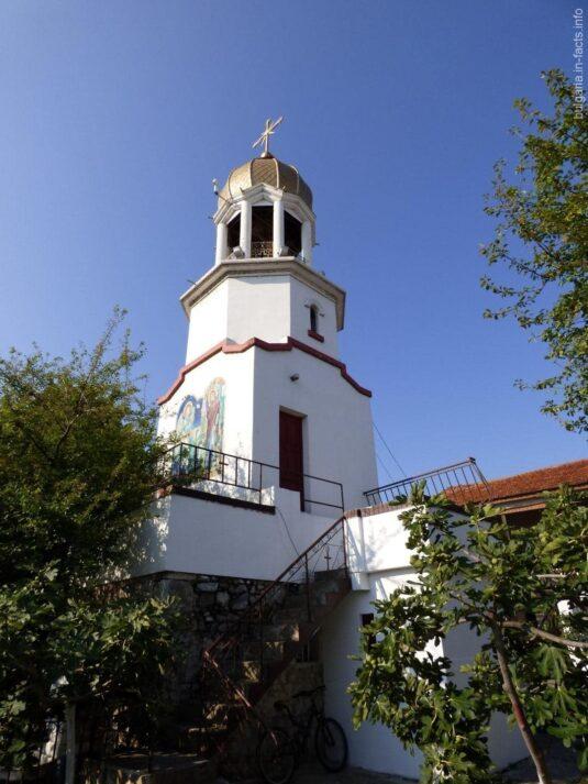 Небольшая колокольня монастыря в Поморие