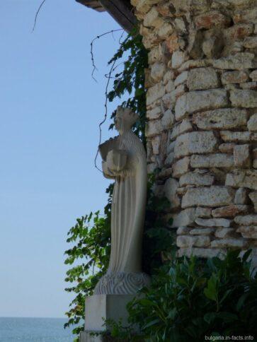 Статуя королевы Марии