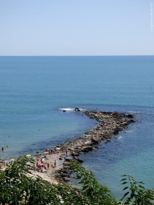 Небольшой кусочек пляжа в Балчике