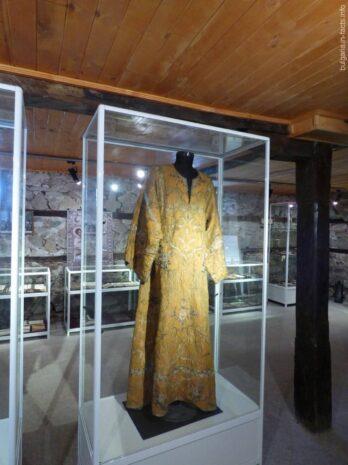 Одеяние монахов в монастырском музее Помория