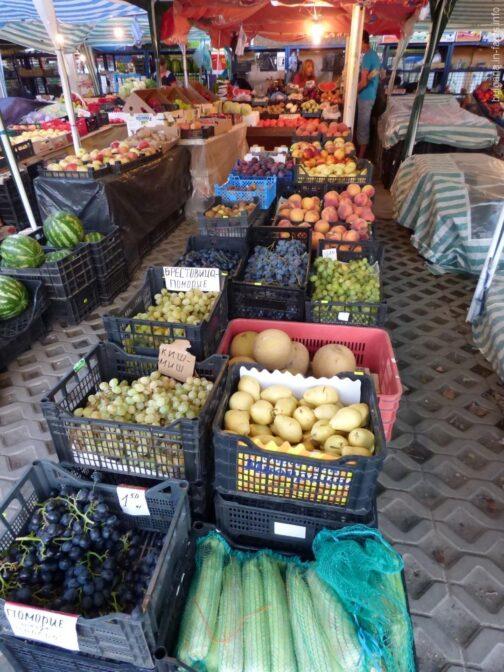 Фрукты на рынке в Поморье