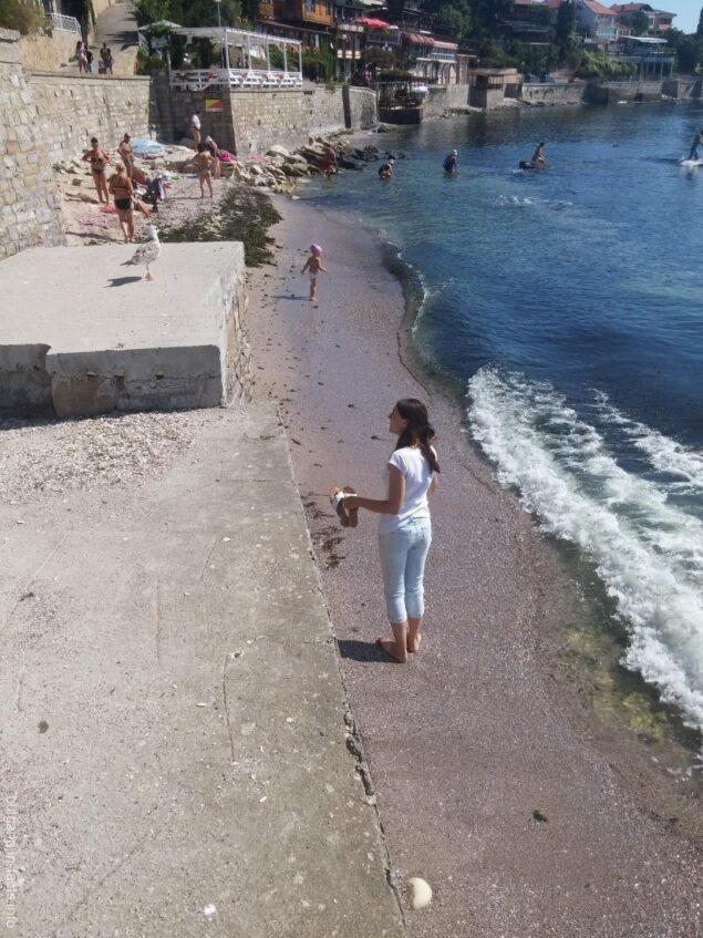 Небольшой пляж в старом Несебре