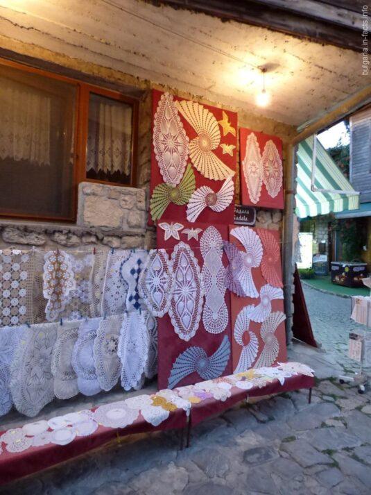 Вязанные салфетки в старом Несебре