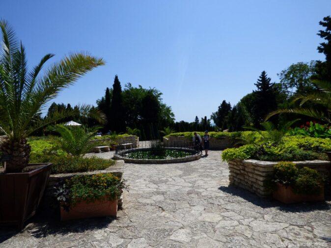 Вход в ботанический сад Балчика