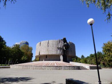 Необычный памятник в Бургасе
