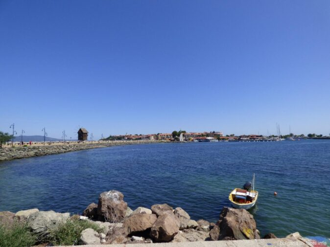 Старый Несебр и море вокруг