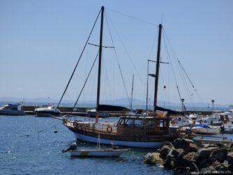 Яхты в Несебре на причале