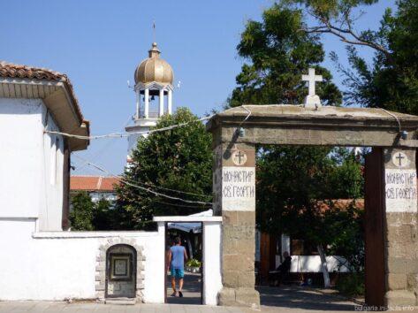 Вход на территорию монастыря Святого Георгия в Помориии