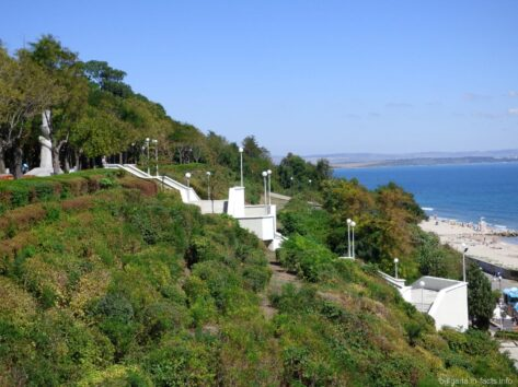 Лестница к морю в Приморском парке Бургаса