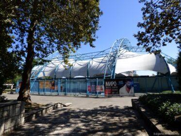 Театр с раздвижным куполом в парке Бургаса