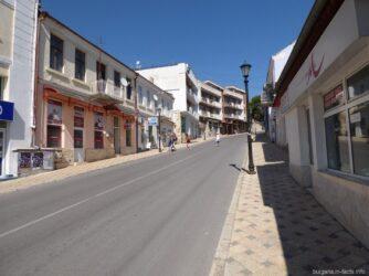 Узкая дорога в городе Балчик