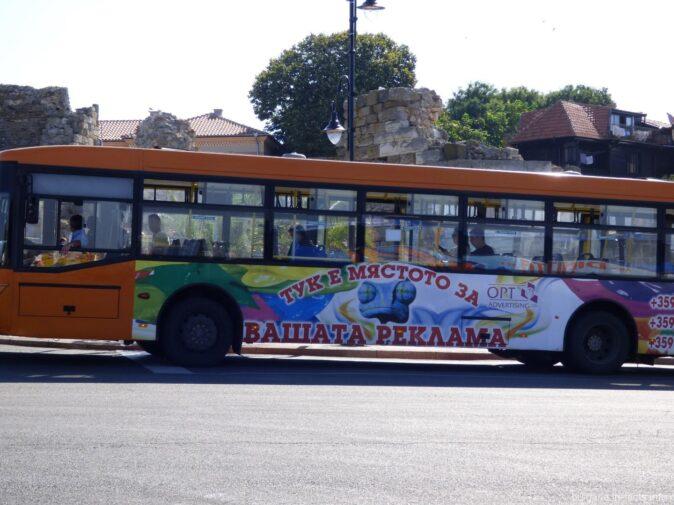 Автобус возле старого Несебра