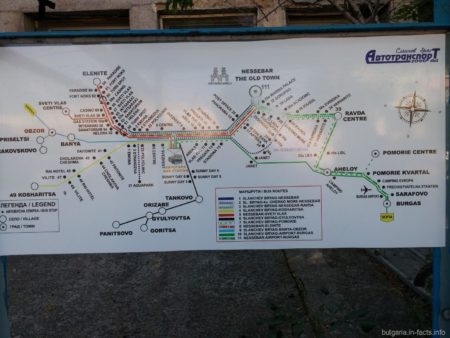 Карта автобусных маршрутов на остановке в Болгарии