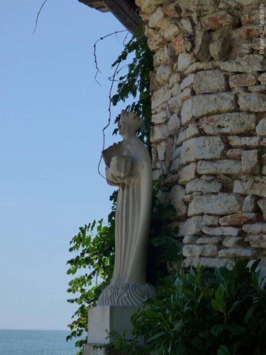 Статуя румынской королевы Марии в Балчике