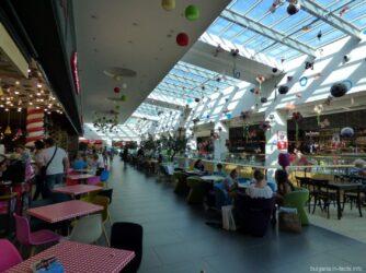 Кафе на последнем этаже в торговом центре в Варне