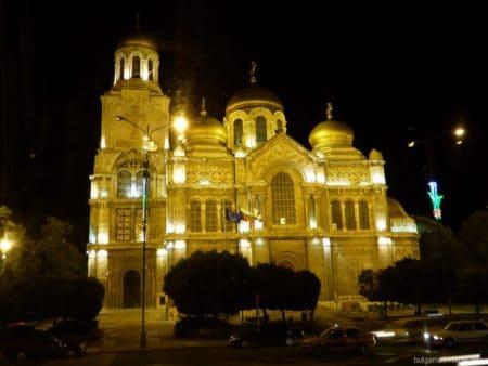 Собор в Варне вечером