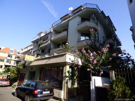 Семейный отель Ванини в Несебре