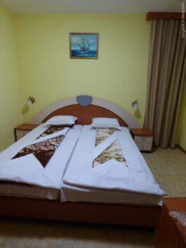 Спальная комната в отеле Ванини в Несебре