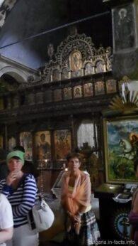 Алтарь внутри монастырского храма