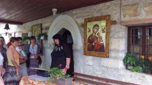 Вход в церковь при монастыре