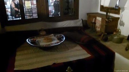Обеденный стол в купеческом доме