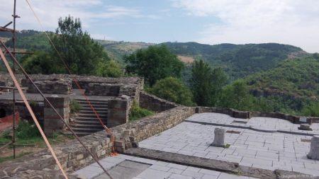 Остатки крепостных стен Царевец