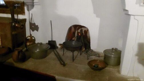 Старинная посуда на кухне в Болгарии